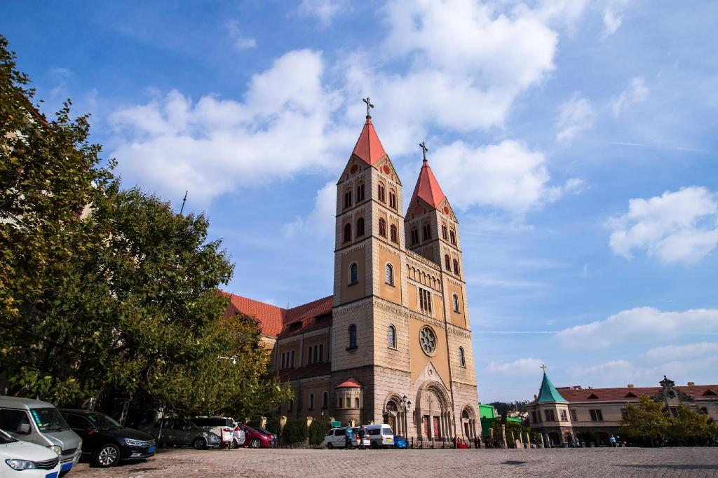 St. Michael's Cathedral - 2.96 km from property Qingdao Quanhaishu Villa