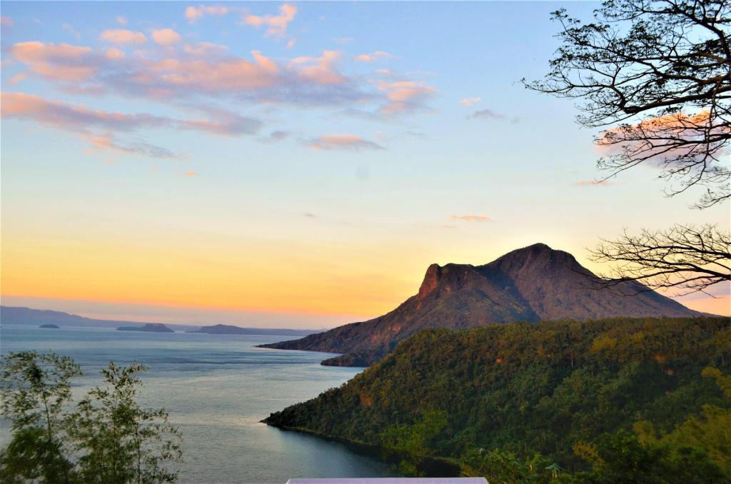 Mount Maculot - 3.22 km from property Endaya Cove Resort