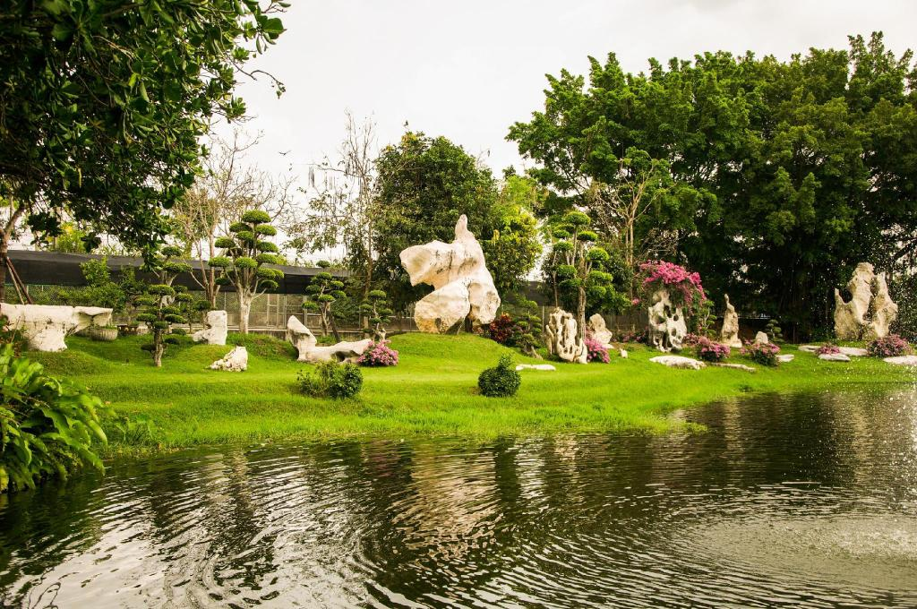 Million Years Stone Park & Pattaya Crocodile Farm - 9.72 km from property