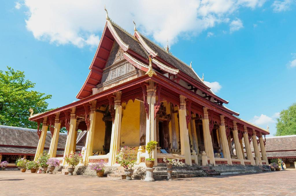 Sisaket Temple & Museum - 7.64 km from property Souksamlan Guesthouse