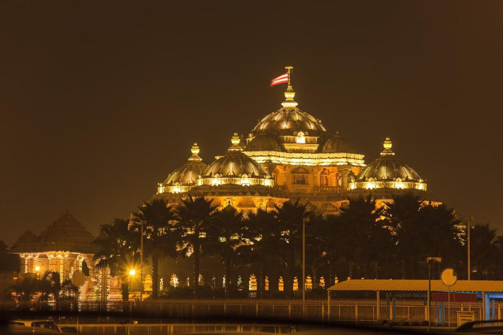 Swaminarayan Akshardham - 5.98 km from property Eastsons Stay By Ganges