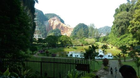 KeK Lok Tong Cave Temple and Zen Gardens - 7.19 km from property 1981 Guest House