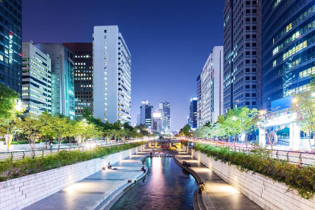 Cheonggyecheon Stream - 540 m from property Veronica Apartment 2