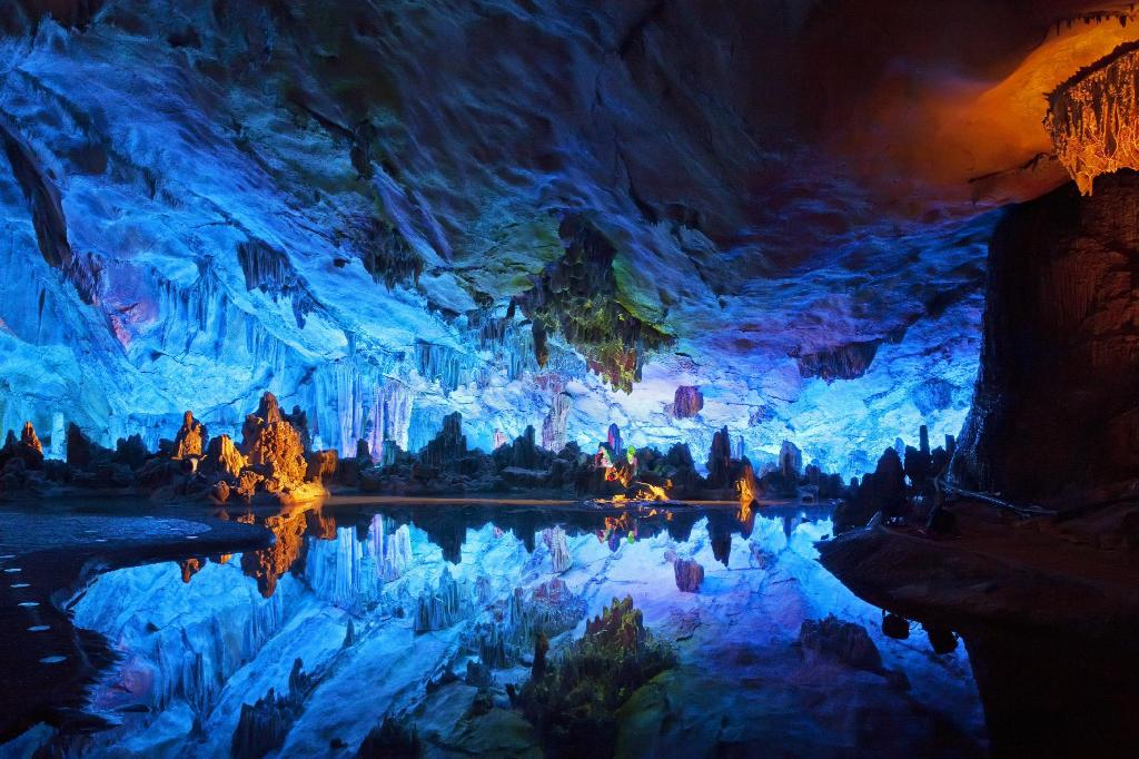 Reed Flute Cave (Ludi Yan) - 2.55 km from property Bofei Business Hotel