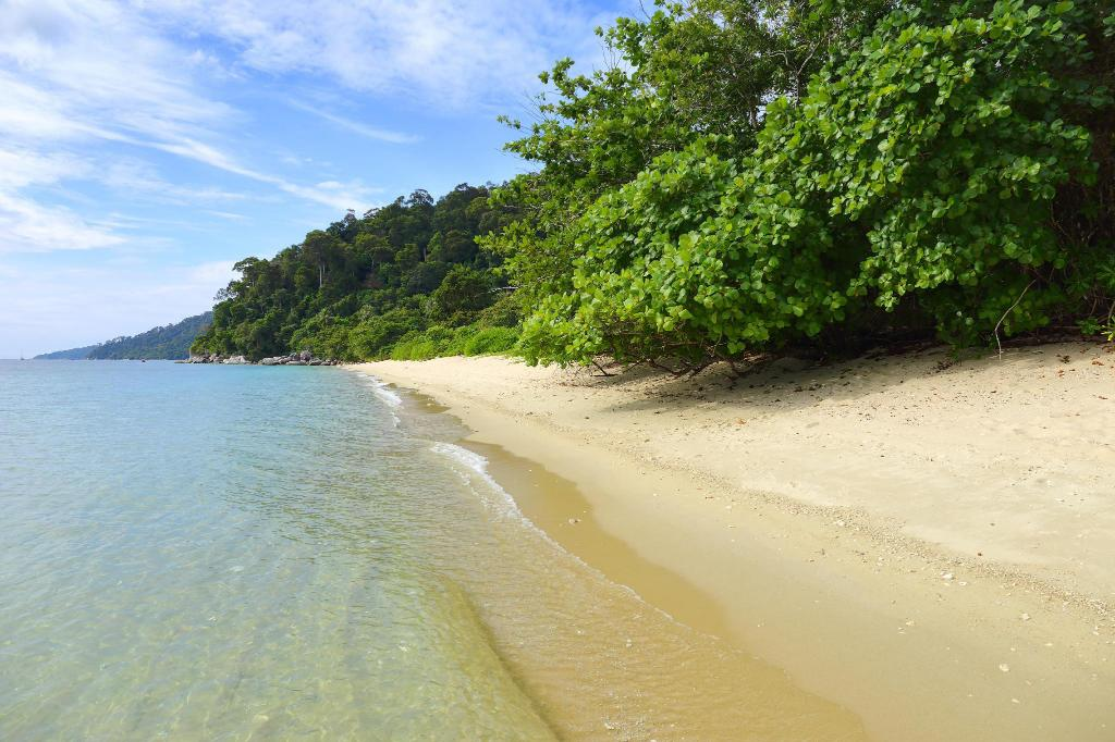 Koh Adang - 6.1 km from property