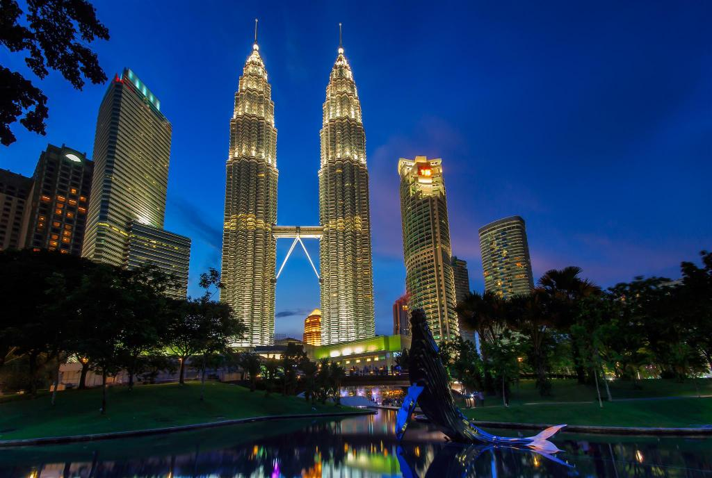 De Petronas Twin Towers - 3.87 km van de accommodatie #1 Comfy Apt with Balcony KLCC+Wifi & FREE Shuttle