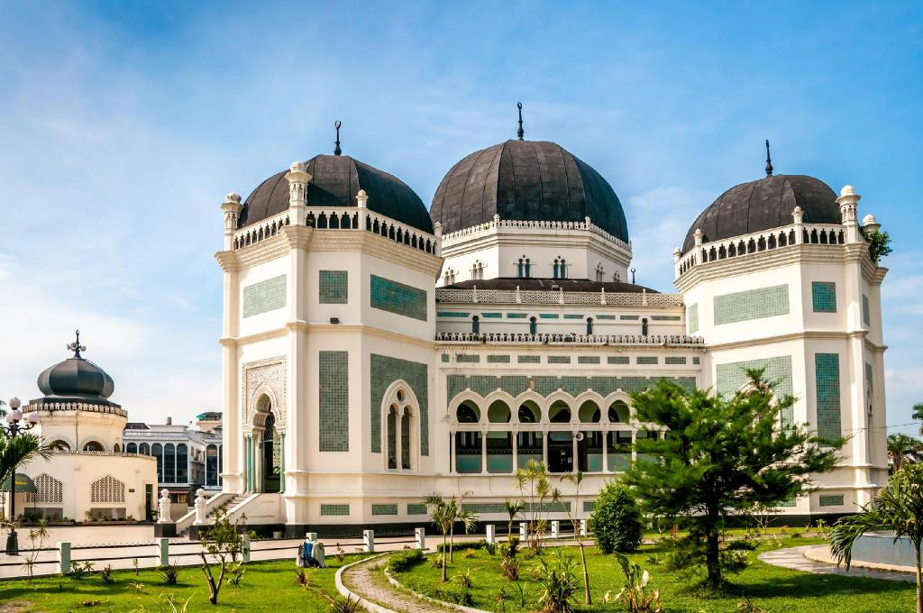 Medan Grand Mosque - 4.31 km from property Sleepover Serayu