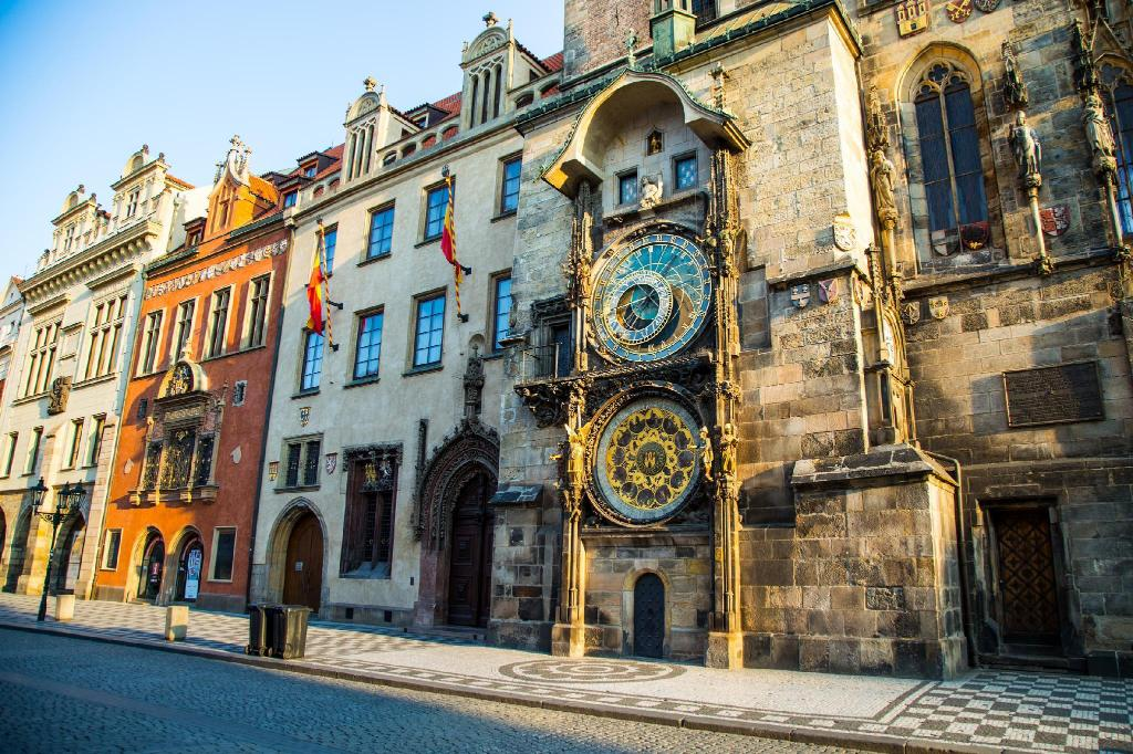 Old Town Hall and Astronomical Clock - 1.67 km from property Residence Garden towers