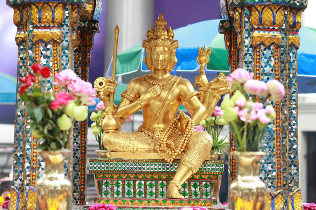 Erawan Shrine - 7.6 km from property