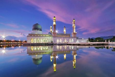 Kota Kinabalu City Mosque - 8 km from property One Borneo Homestay