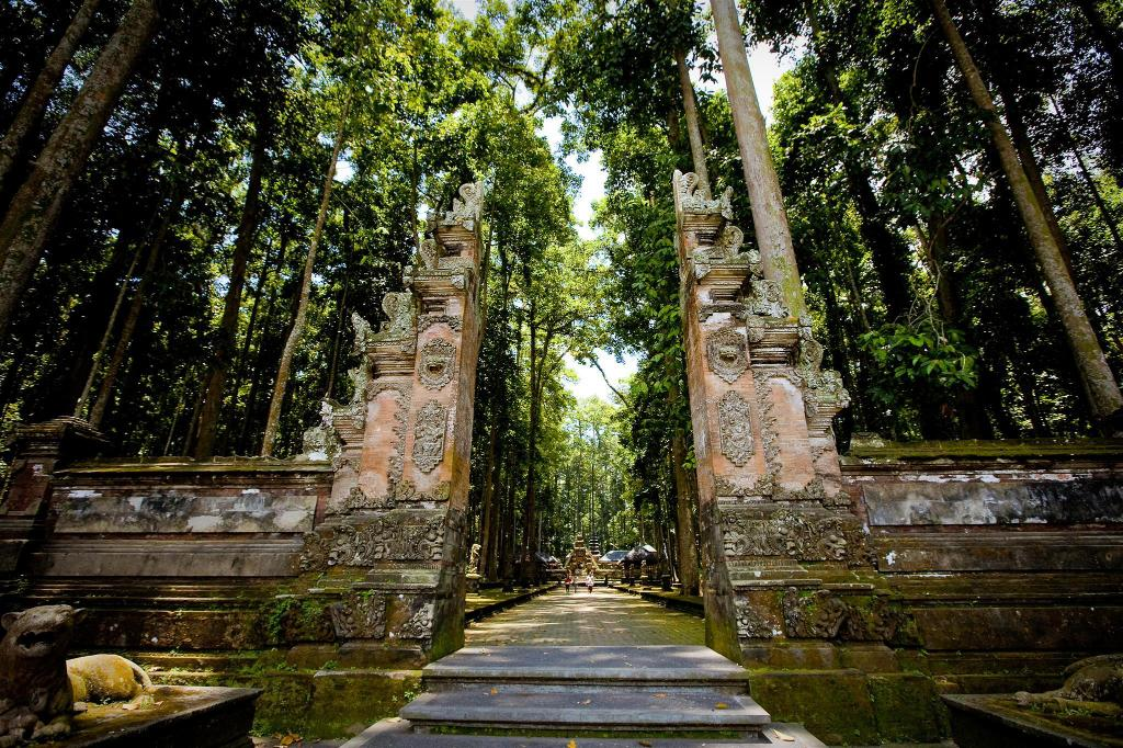 Monkey Forest Ubud - 1.27 km from property Kubu Darma Sentana Villa