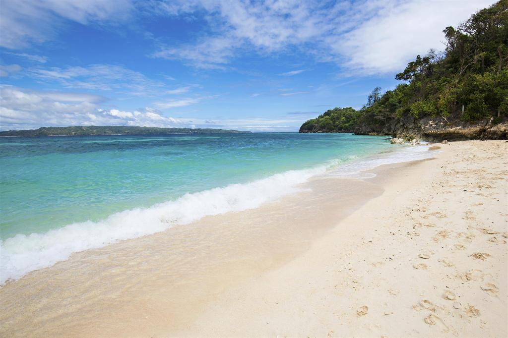 Puka Beach - 2.69 km from property