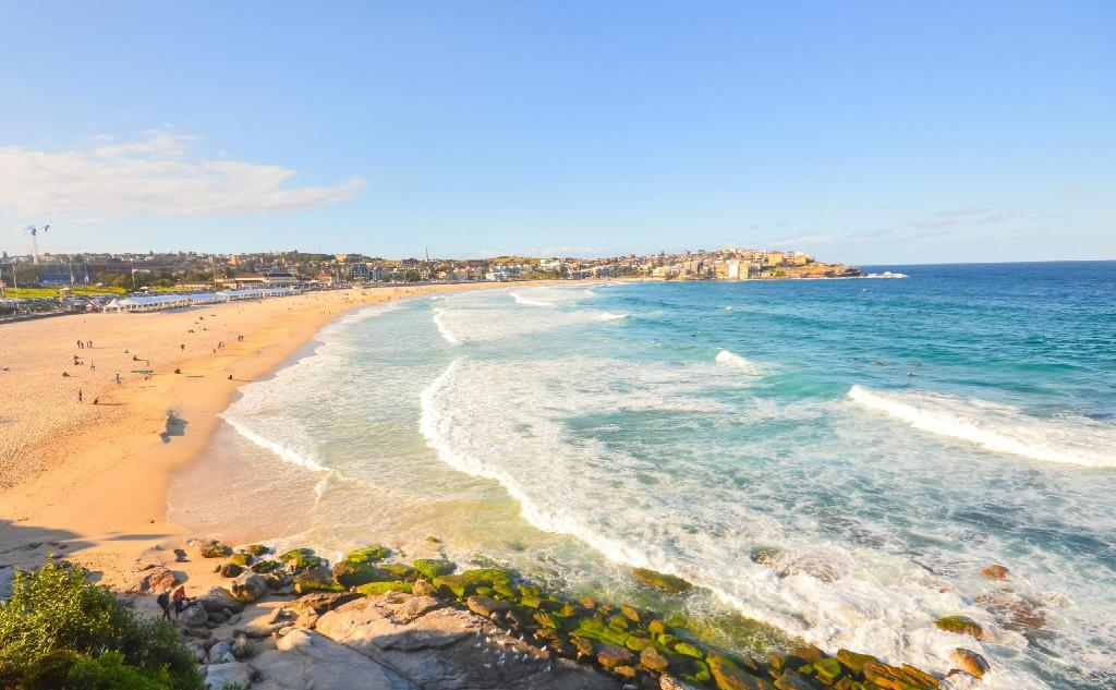 Plaja Bondi - 6,86 km from property Ride Sydney's best waves, walk to the beach