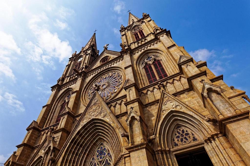 Sacred Heart Cathedral - 1.55 km from property 7 Days Inn Shiergong Subway Station