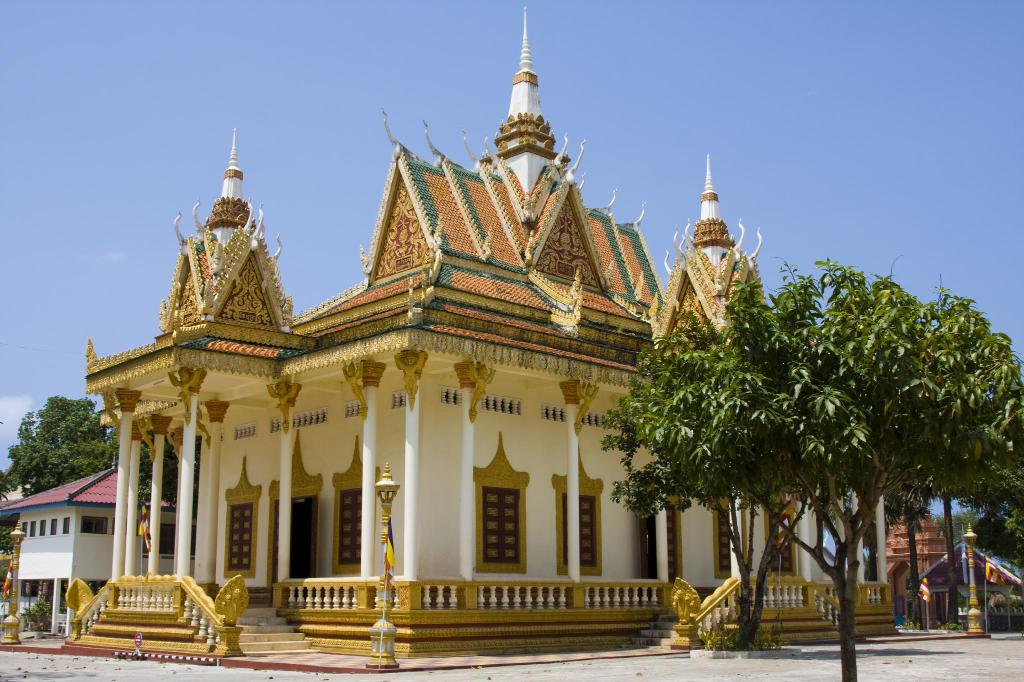 Wat Krom Temple - 630 m from property GBT Boutique Ocean