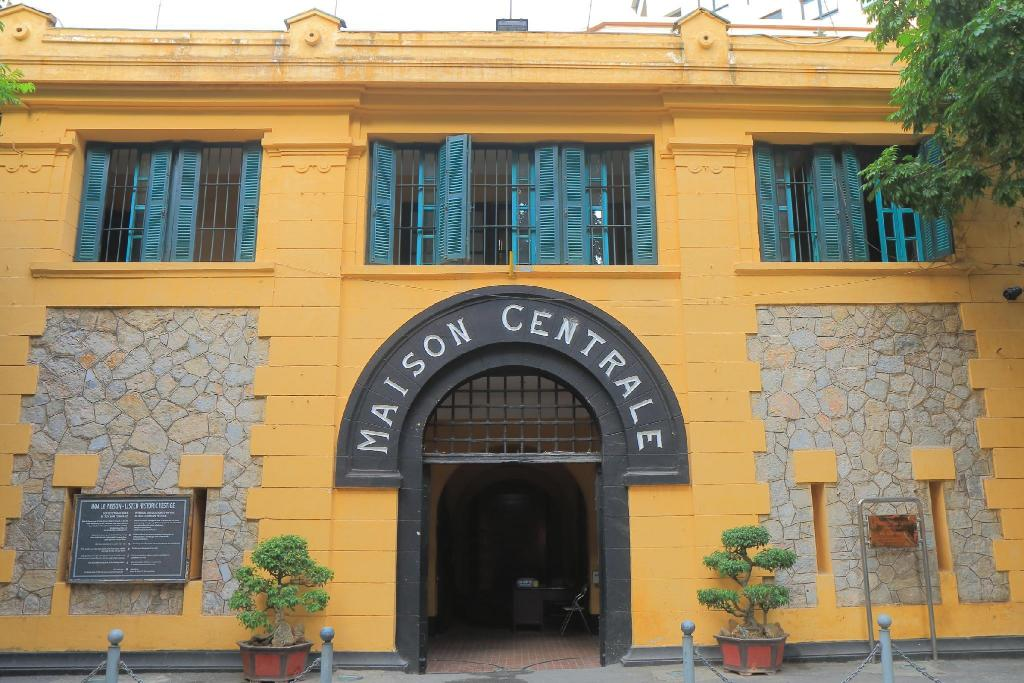 Hoa Lo Prison - 1.28 km from property