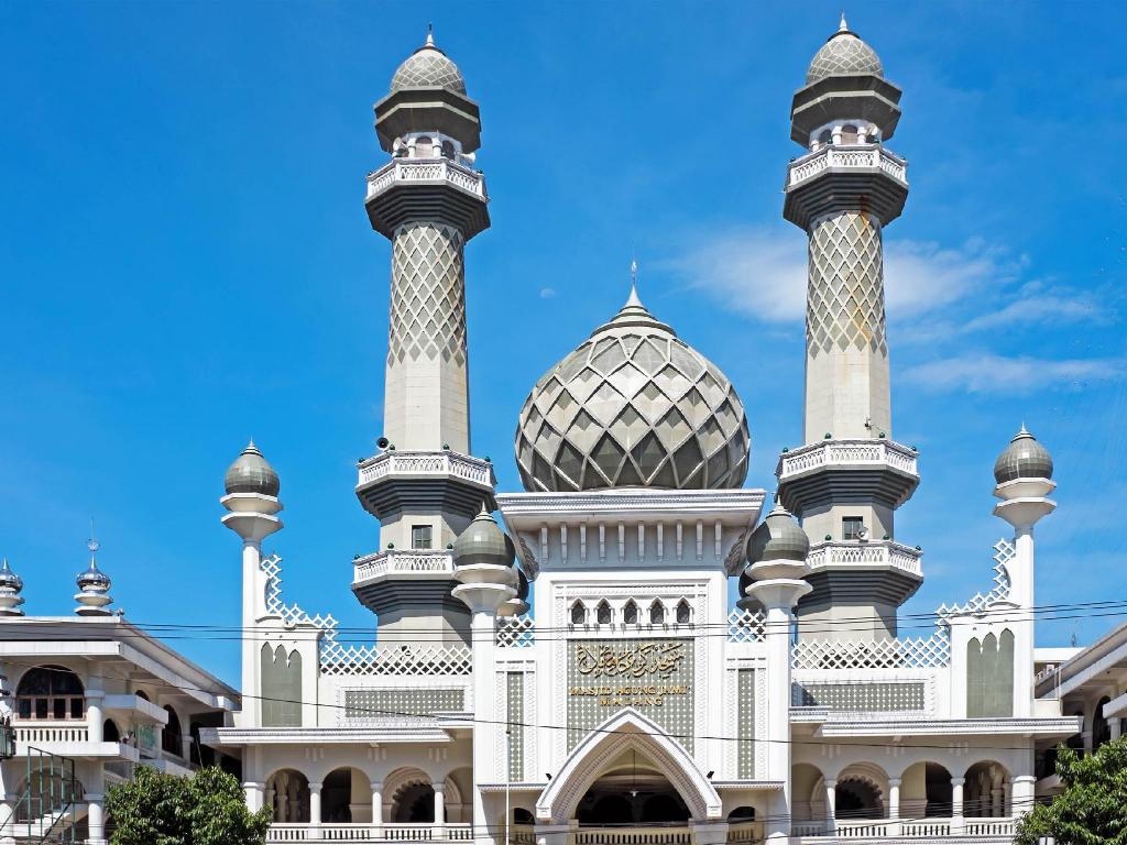 Jami Great Mosque Malang - 3.87 km from property Griya Gribig Gareng