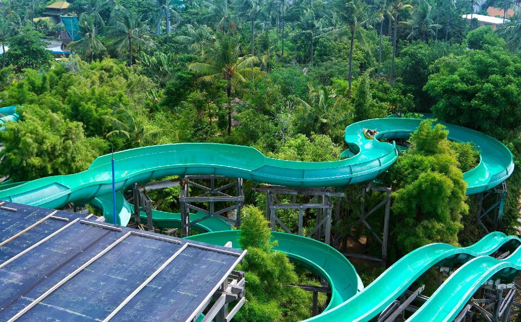 Waterbom park - 1.24 km fra eiendommen Easton Tuban Homestay