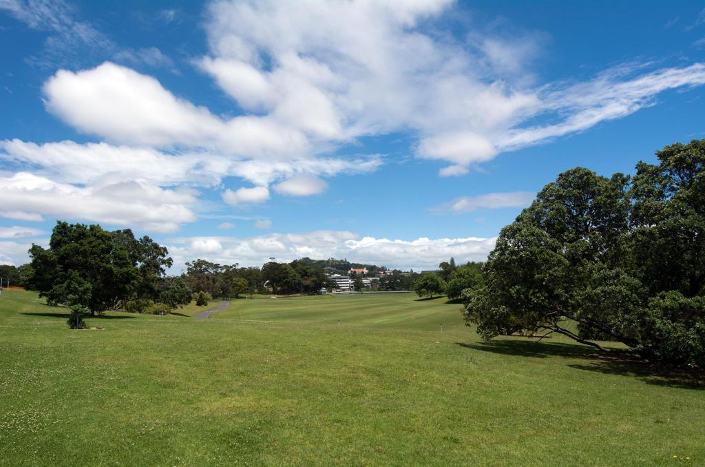 Auckland Domain - 2.05 km from property Waterfront Studio Apartment Amazing Views!