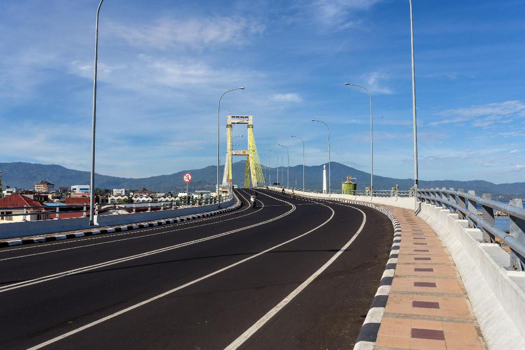 Soekarno Bridge - 4.16 km from property Green Eden Hotel