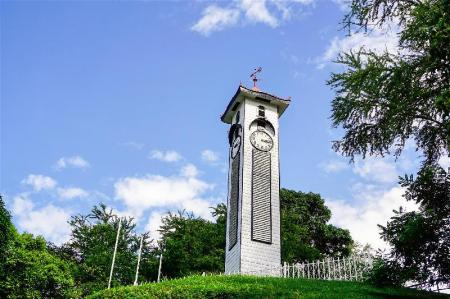 Atkinson Clock Tower - 350 m from property Qlio Hotel