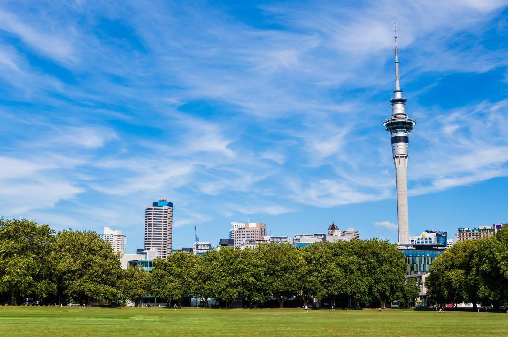 Sky Tower - 700 m from property Waterfront Studio Apartment Amazing Views!
