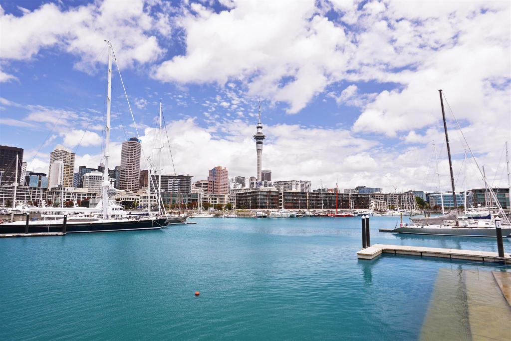 Viaduct Basin - 160 m from property Waterfront Studio Apartment Amazing Views!