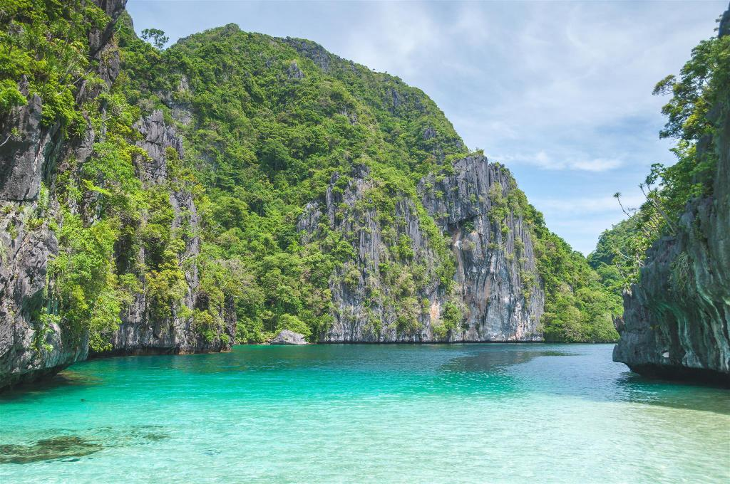 Island Hopping In El nido - 6.16 km from property