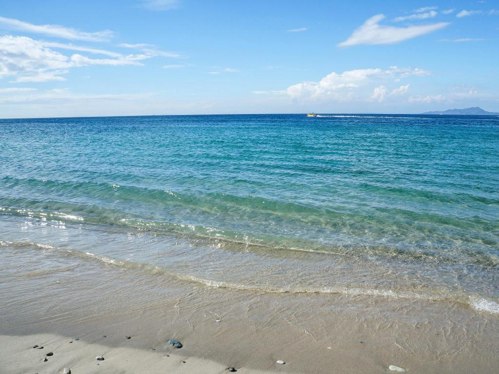 Tabinay Beach - 1.12 km from property Afinan Villa