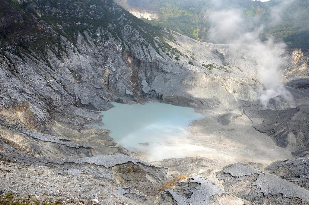 Tangkuban Perahu Volcano - 3.93 km from property