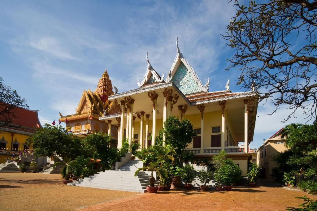 Wat Ounalom - 1.56 km from property Phnom Penh Boutique Hotel