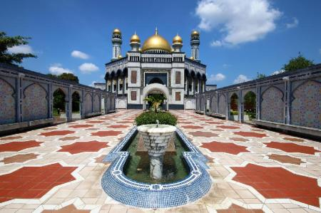 Jame' Asr Hassanil Bolkiah Mosque - 2.65 km from property The Brunei Hotel