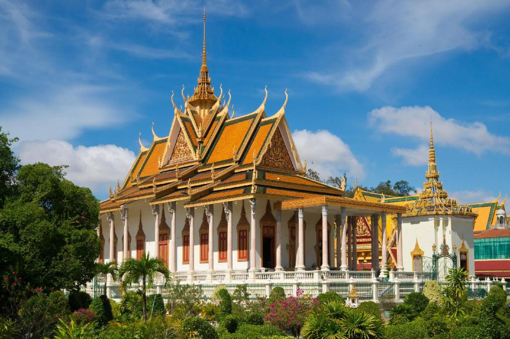 Silver Pagoda - 870 m from property Mekong River Guesthouse