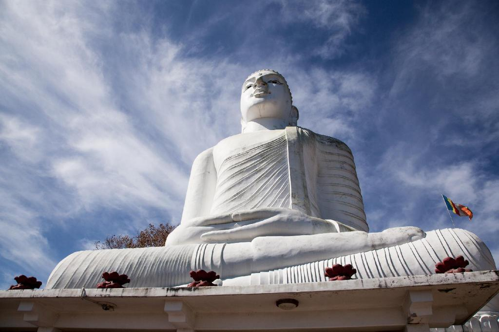 Bahiravokanda Vihara Buddha Statue - 2.17 km from property Richmond Valley Residence