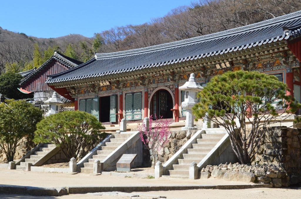 Beomeosa Temple - 7.58 km from property Oncheonjang JS Motel