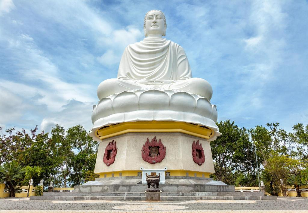 White Buddha Statue - 2.41 km-re a szálláshelytől Blu One Villa and Apartment