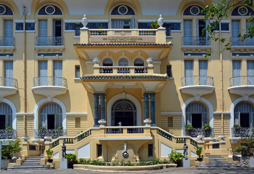Ho Chi Minh City Museum of Fine Arts - 1.06 km van de accommodatie The Cozi House - Homestay