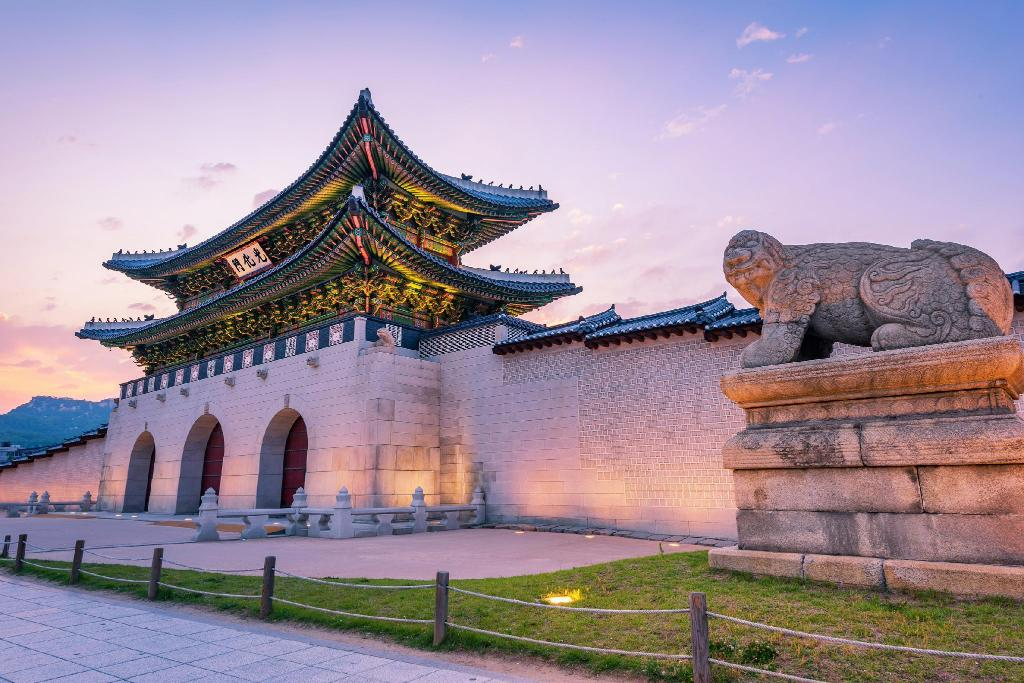 Gyeongbokgung Palace - 4.18 km from property