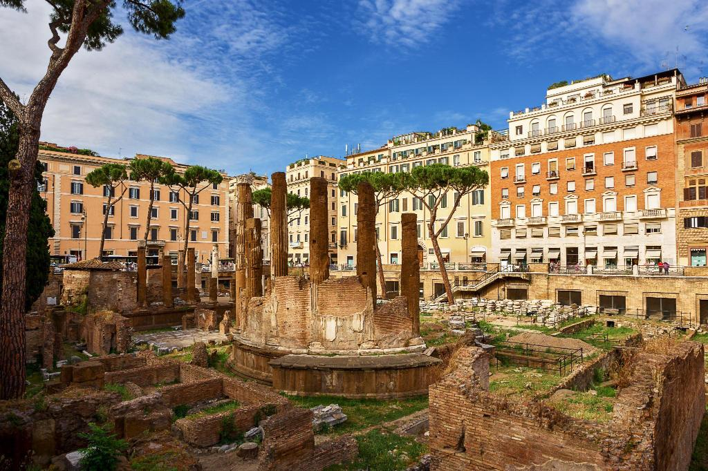 Largo di Torre Argentina - 100 m from property Juliet in Rome Pantheon