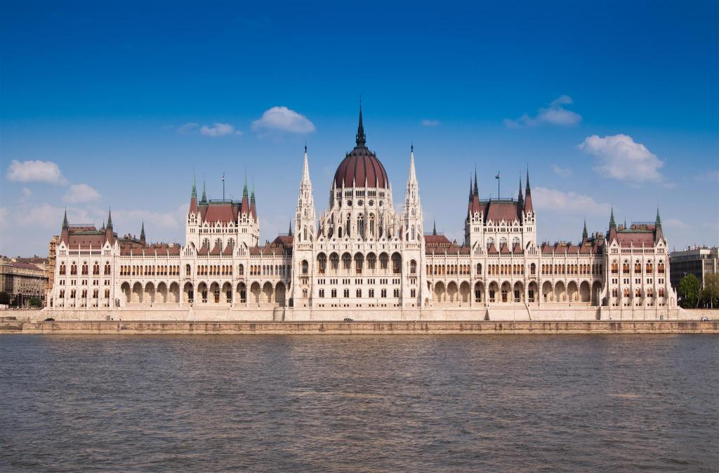The Hungarian Parliament Building - 660 m from property Golden Musician Home Downtown