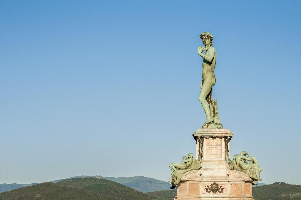 Piazzale Michelangelo - 1.08 km from property