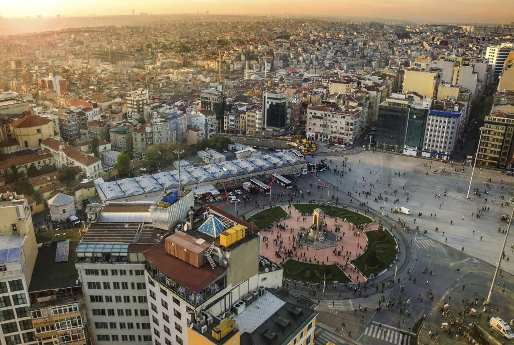 Taksim Square - 400 m from property Ten Rooms Istanbul Hotel