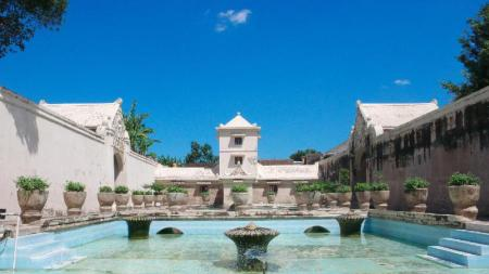 Taman Sari Water Castle - 1.85 km from property Penginapan Prima