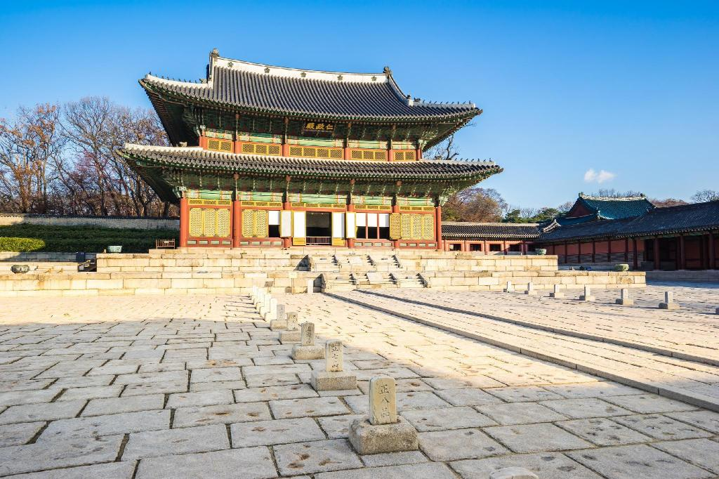 Changdeokgung Palace - 9.5 km from property