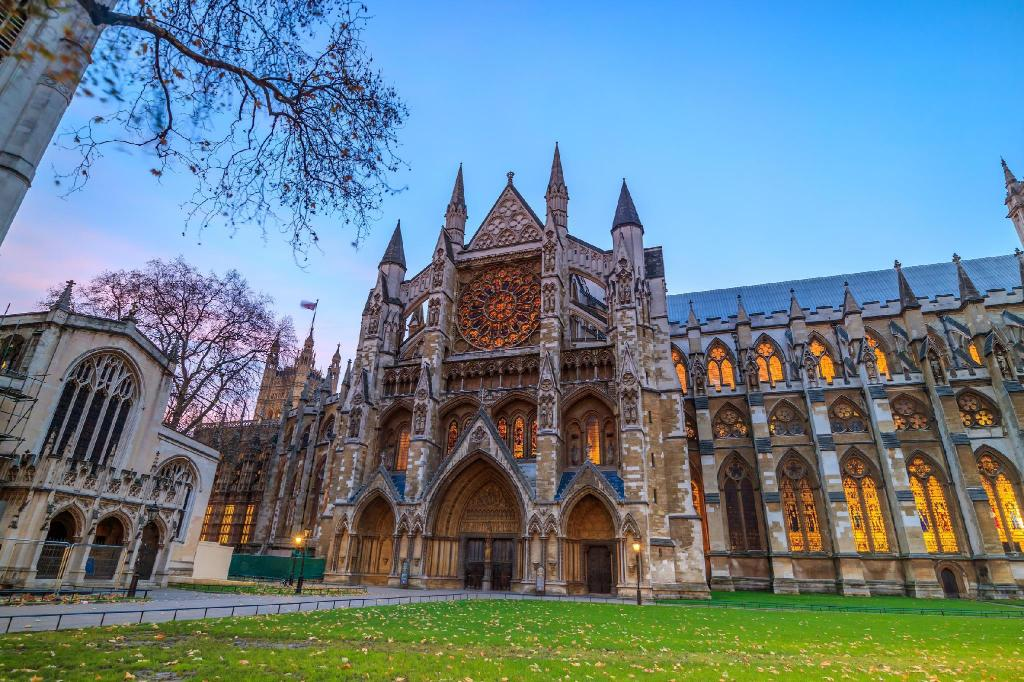 Westminster Abbey - 6.01 km from property Barton Road