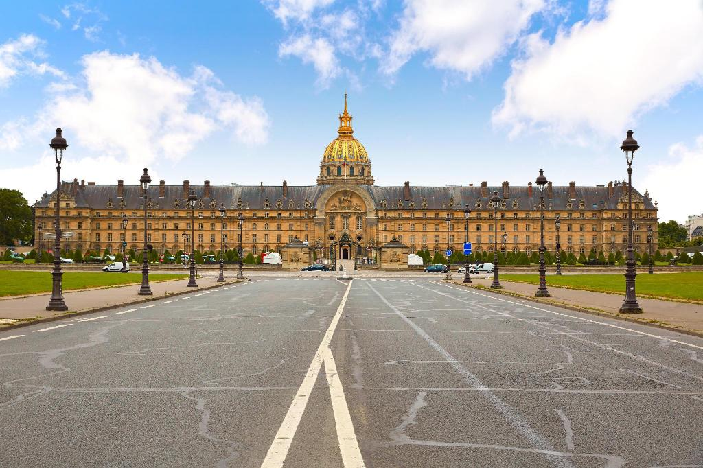 Les Invalides Building - 1.75 km from property Hotel Edgar Quinet