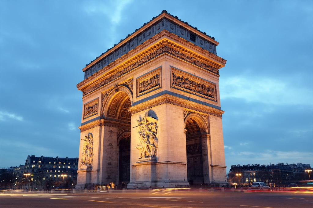 Arc de Triomphe Monument - 3.27 km from property Chaleureux appartement paris XV