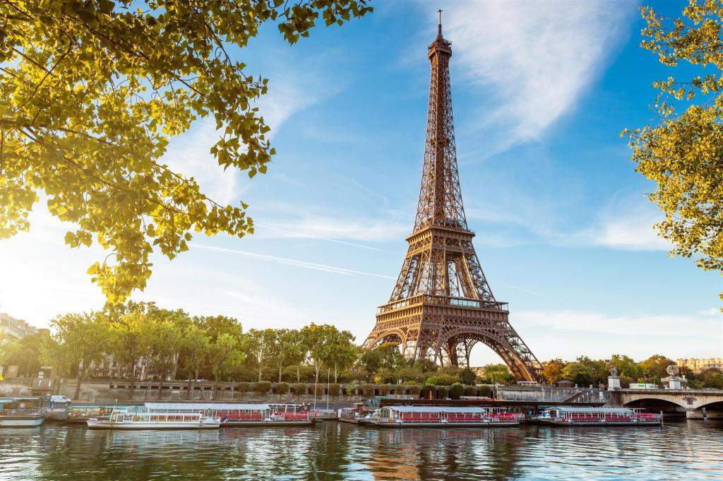 Eiffel Tower - 5.1 km from property ibis Clichy Centre Mairie