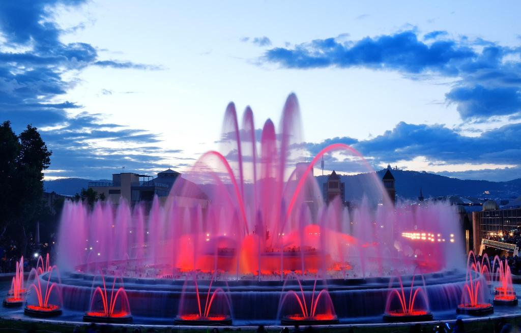 Magic Fountain of Montjuic - 2.25 km dari properti Loft en calle erard Piera