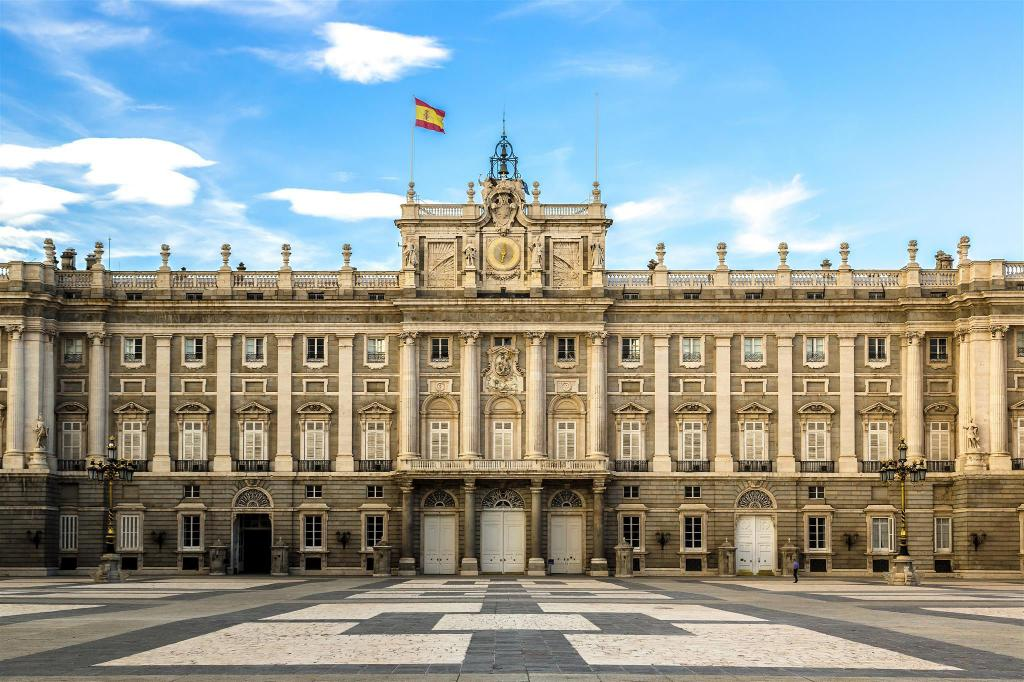 Royal Palace of Madrid - 1.25 km from property